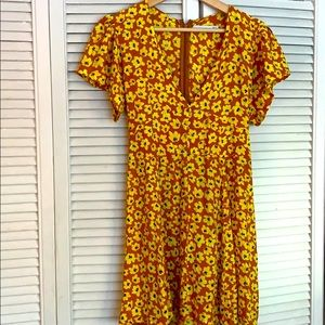 MOVING SALE✨Yellow floral sundress